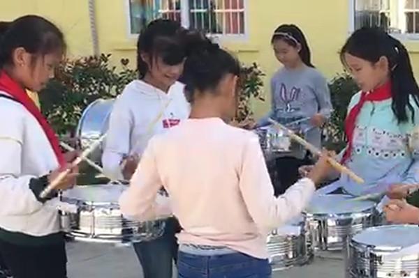 4永合小学学生进行军鼓训练_副本.jpg